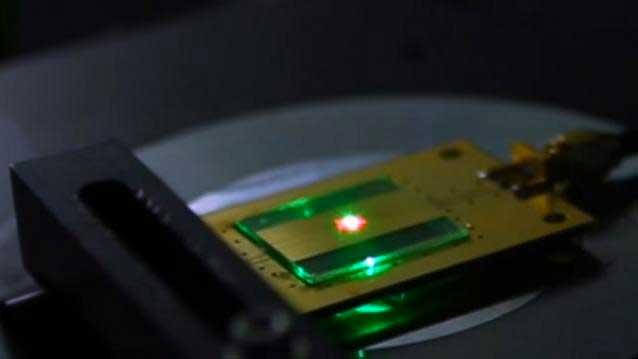 Le plus petit récepteur radio du monde de la taille de 2 atomes