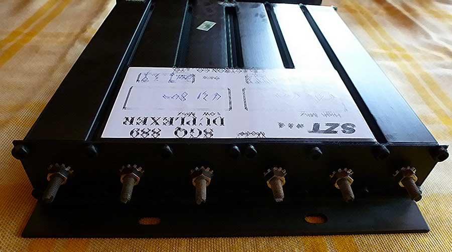 Intégration et réglage de duplexeurs pour répéteurs UHF