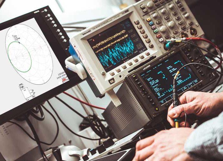 Trois méthodes de mesures d'impédances avec un analyseur de réseau vectoriel (VNA).